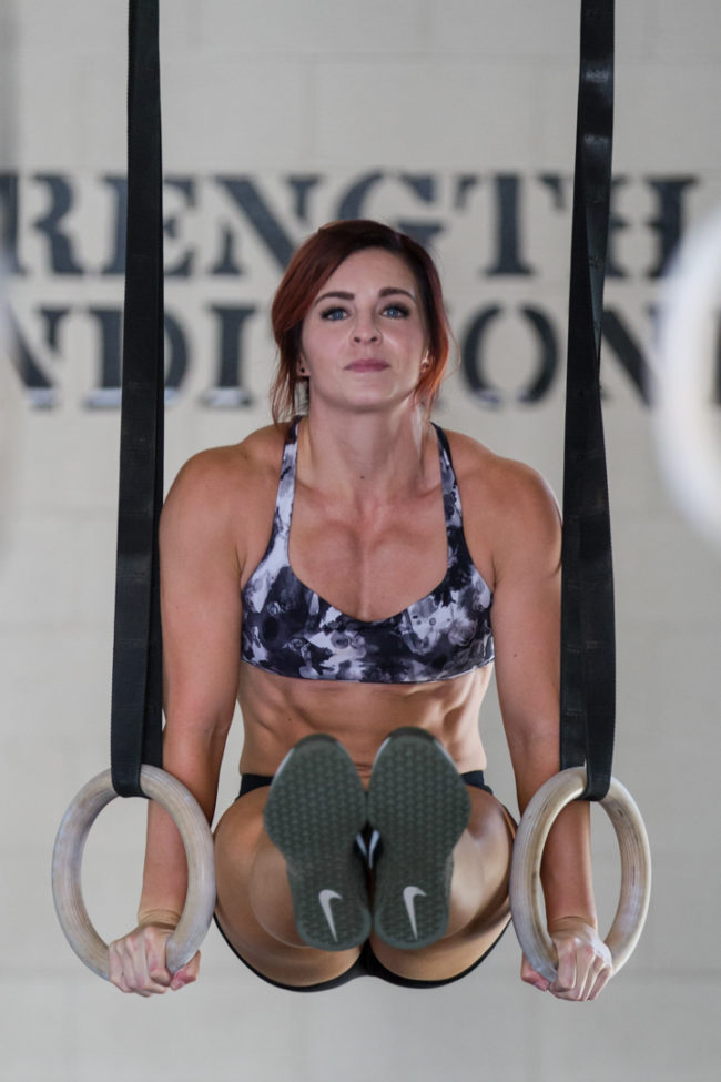 crossfitmom doing l-sits